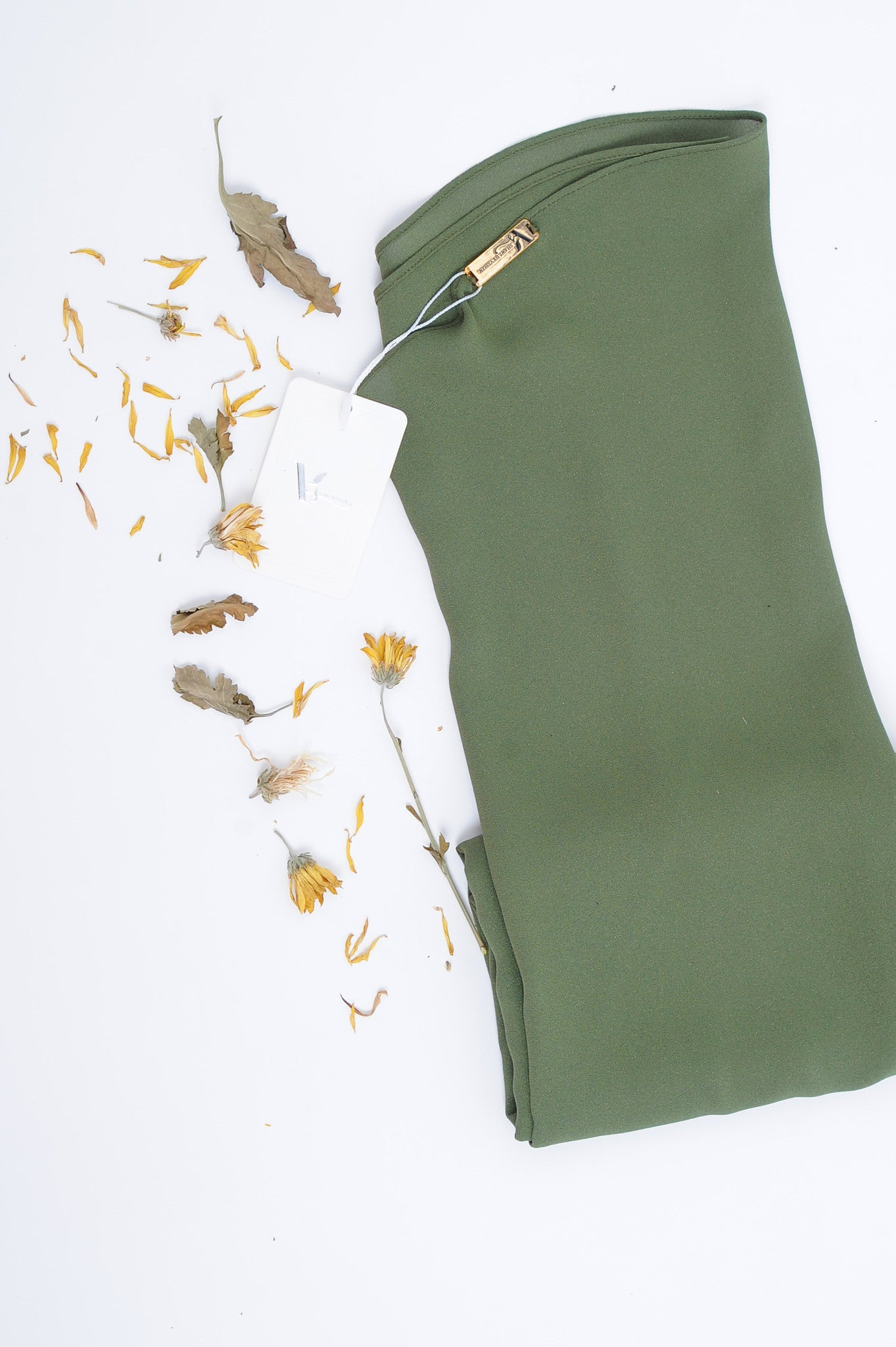Essential Scarf Shimmering Series in Garden Green