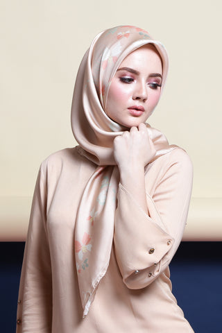 Lisse Silk Square Scarf in Vanilla Cream