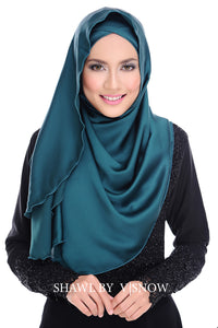 Madeleine [ Satin Shawl ] in Emerald Green