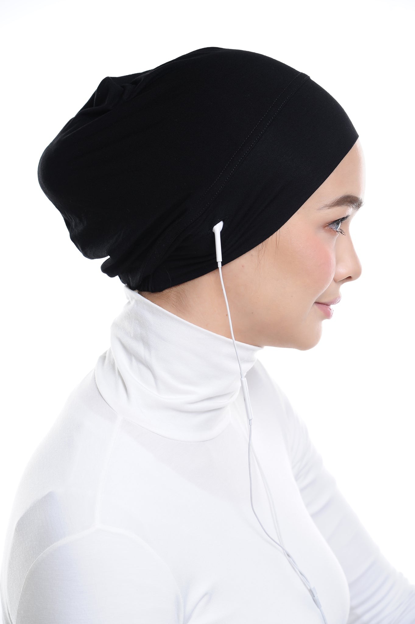 Snow Cap in Classic Black with ear loop