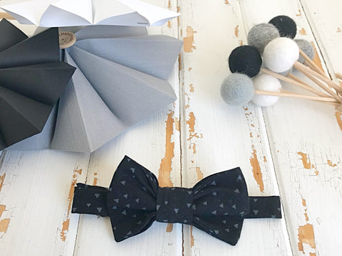 Black and Grey triangles adjustable bow tie