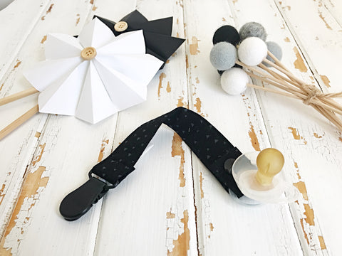 Black and Grey triangles dummy clip