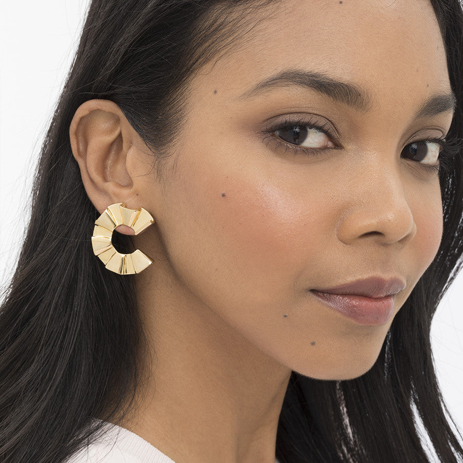 RUFFLE FRONT HOOPS