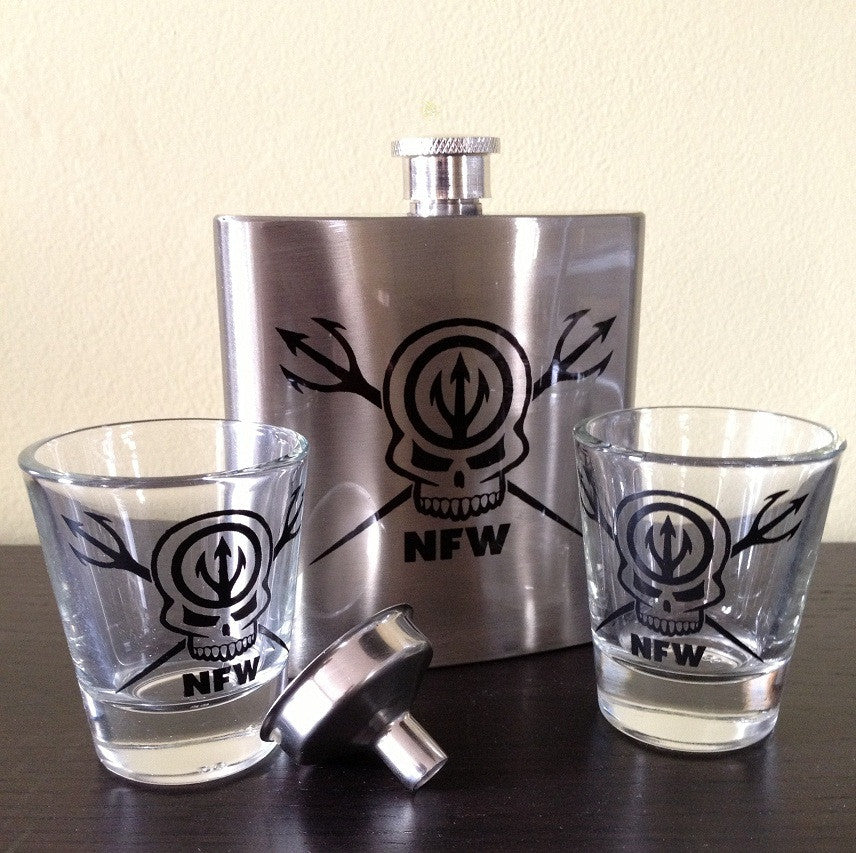 NFW Skull and Tridents Flask Set