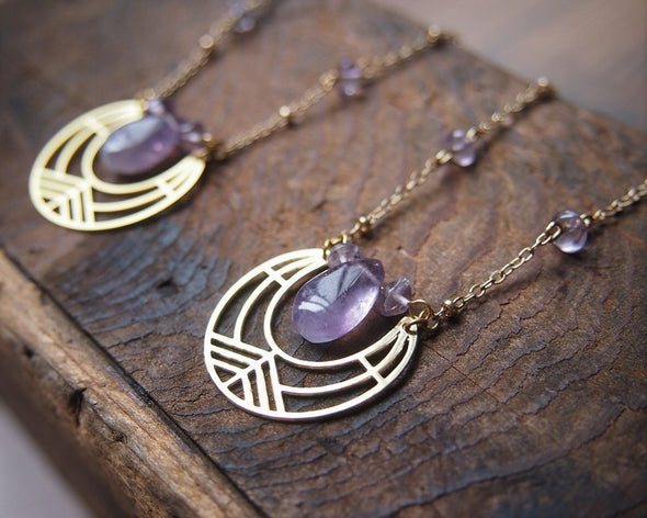 Gold geometric necklace with raw amethyst