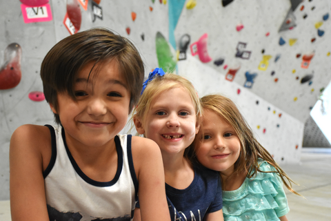 kids climbing party at origin