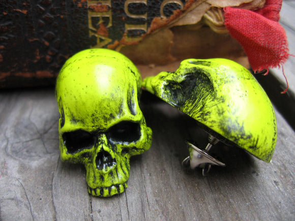 neon yellow skull pin
