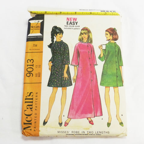McCalls 9013 1967 Sewing Pattern Misses Robe  Sz S
