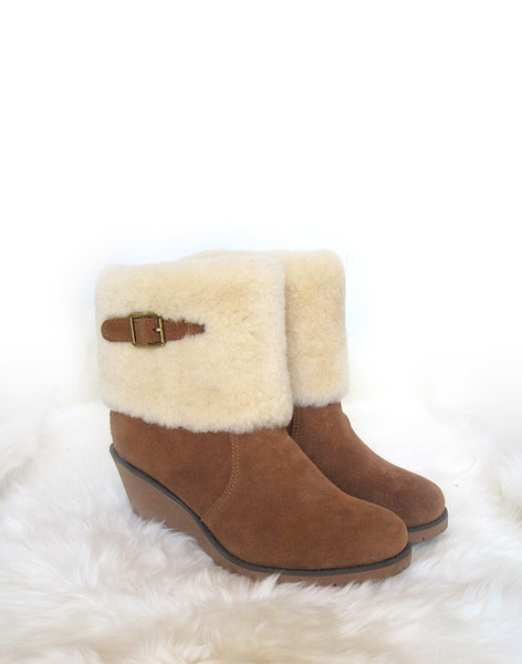 "Wedge 8"" UGG with buckle and sheepskin foldover Chestnut"