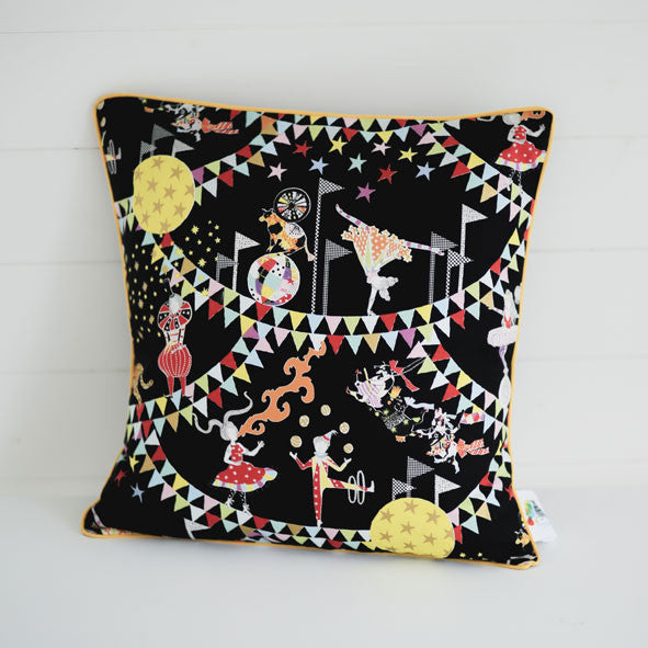 'Circus of Wonders' Cushion Cover・45 x 45cm