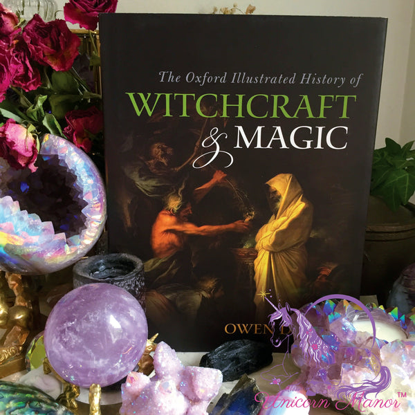 The Oxford Illustrated History of Witchcraft & Magic (Hardcover)
