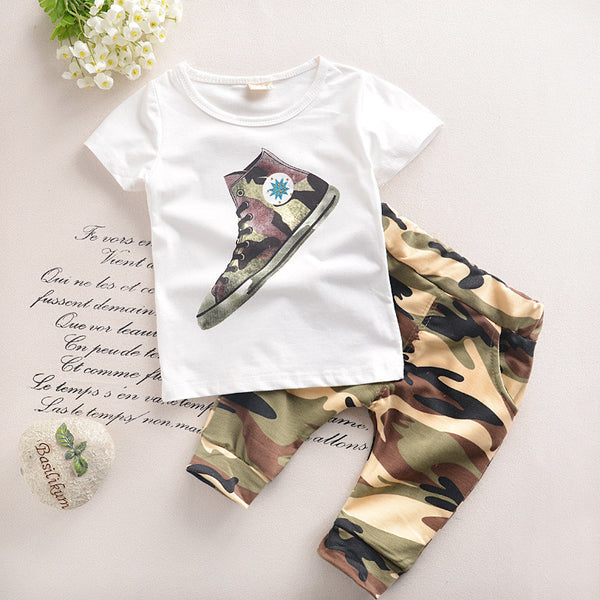 Converse T-Shirt and Camouflage Pants Outfit