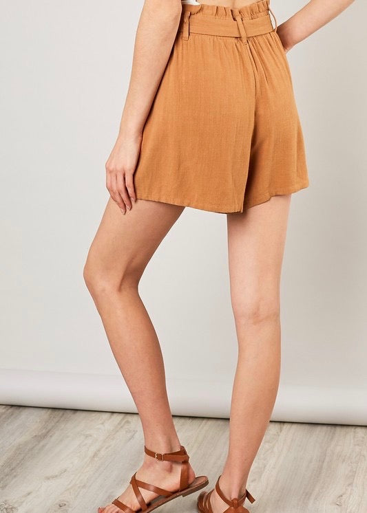 HONEY BELTED BUTTON SKORT
