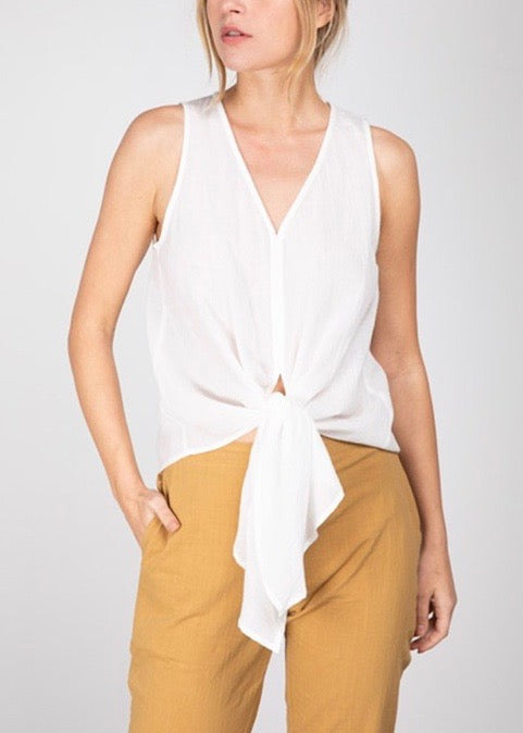 TIE FRONT V-NECK SLEEVELESS BLOUSE