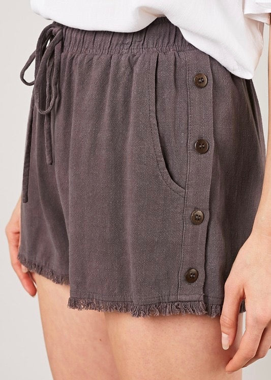 LINEN DRAWSTRING SHORTS WITH BUTTON DETAIL