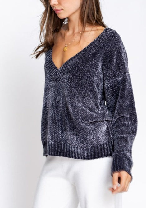 WADE DEEP V-NECK LONG SLEEVE SWEATER