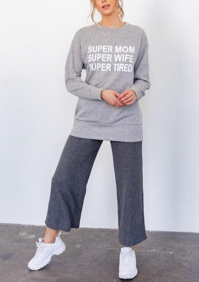 SUPER MOM GRAPHIC SWEATSHIRT