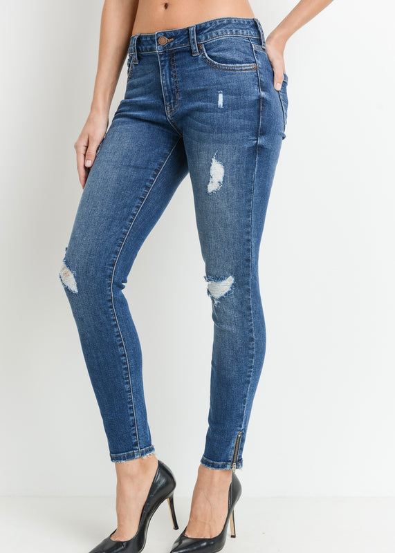 ELLE DISTRESSED MID RISE JEAN