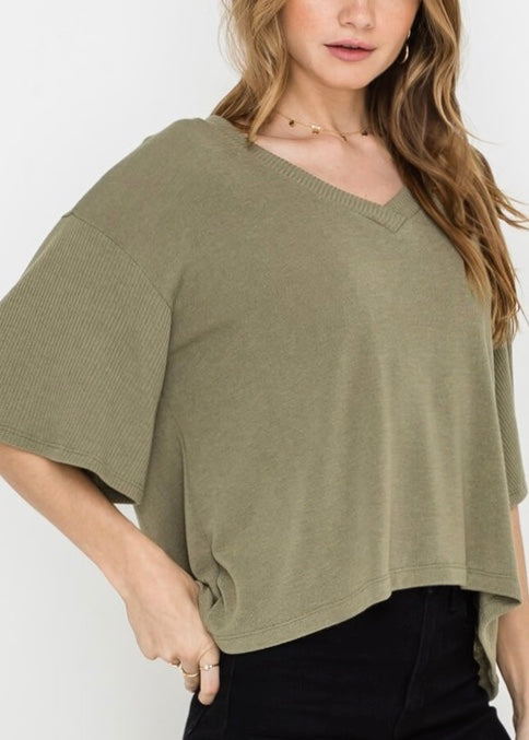 FLOUNCY SWEATER TOP