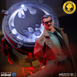 SDCC 2019 Mezco One:12 Collective - Commissioner James Gordon W/ Bat Signal Deluxe Edition