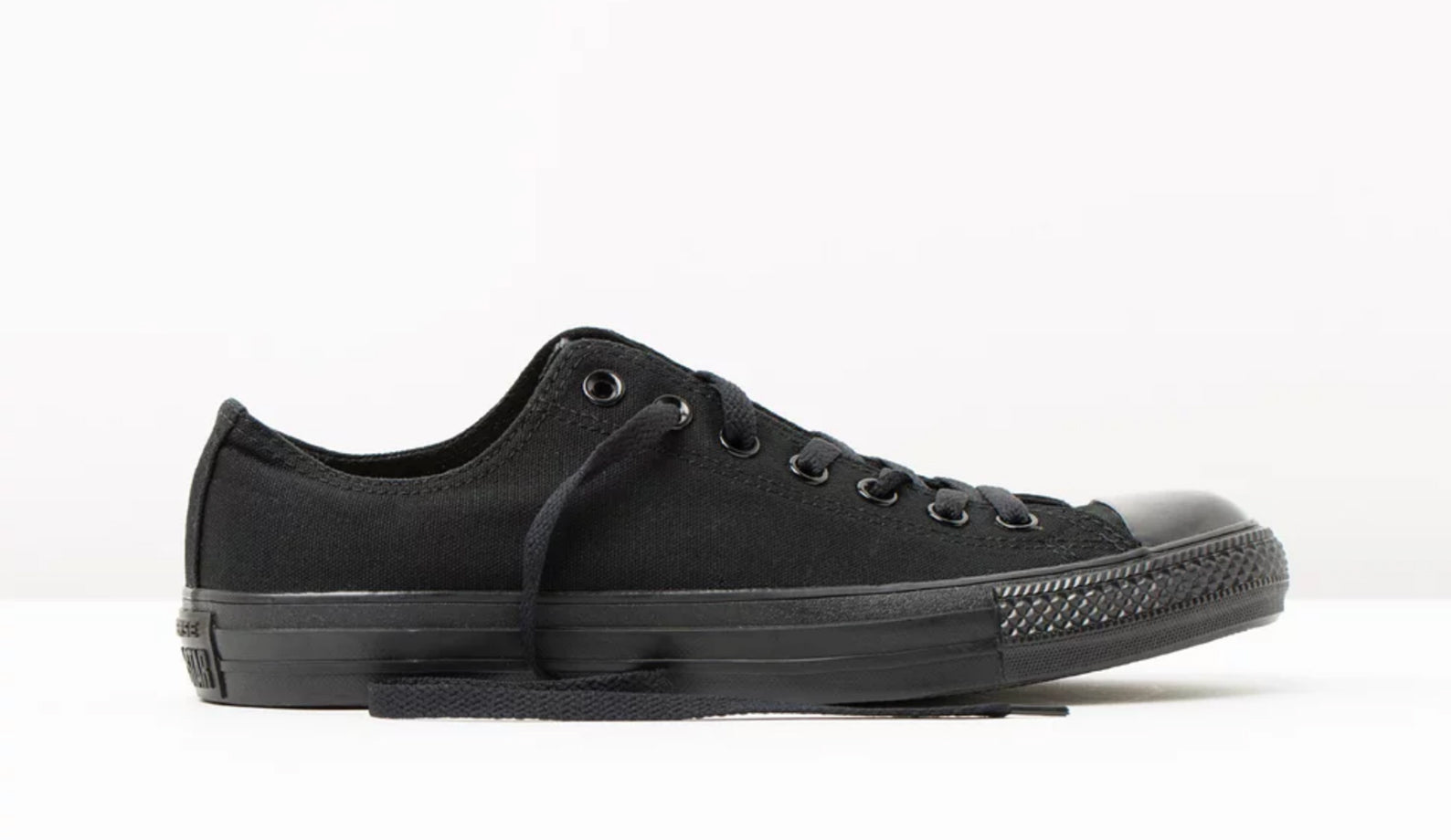 Converse - All-black low sneakers shoes