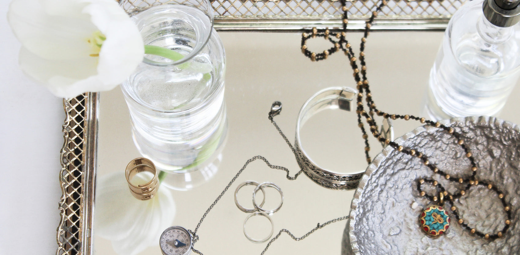 How To Wear A Pendant Necklace - Capsule Wardrobe Essentials