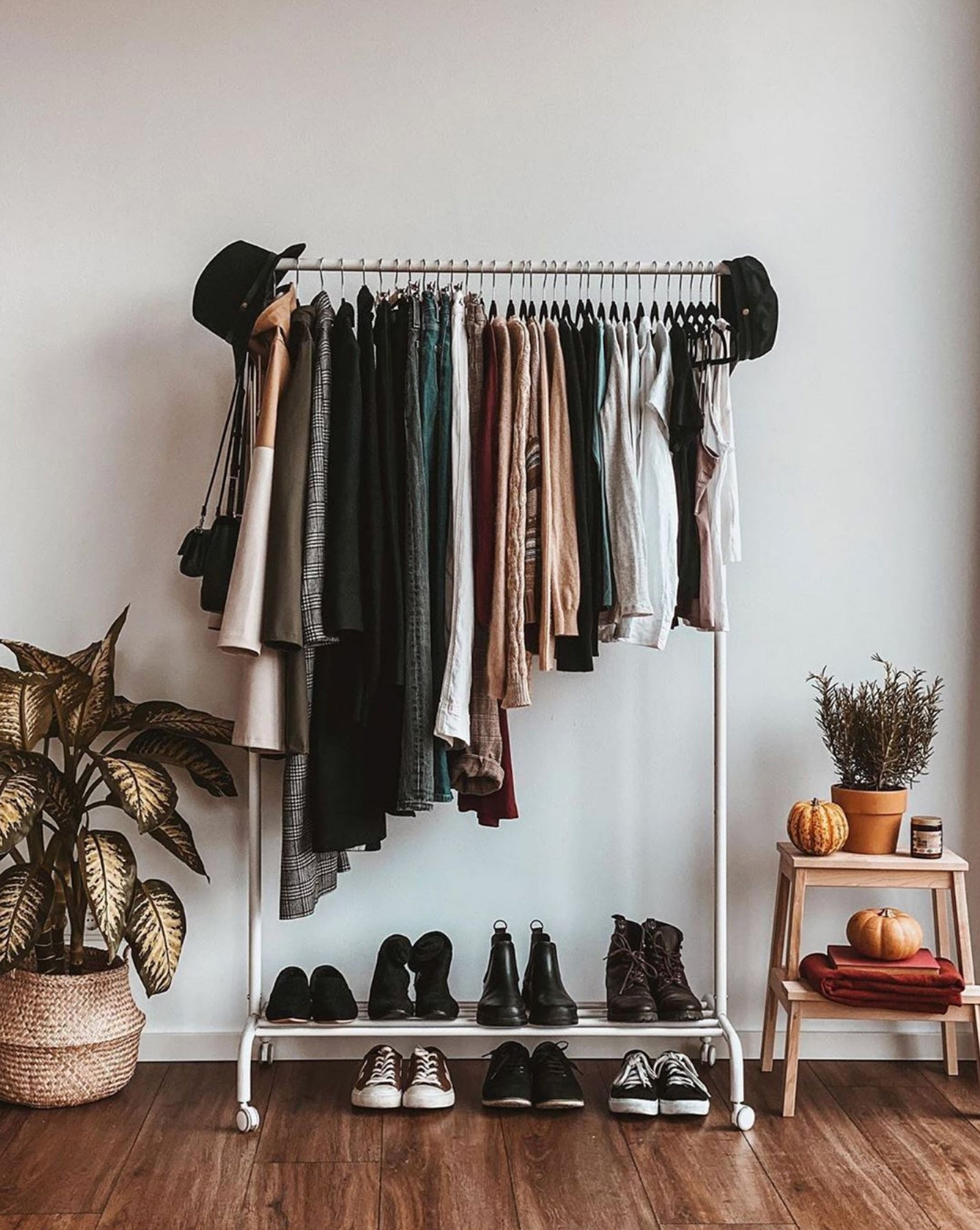 @selinasinspiration Instagram - Learn How to Build a Capsule Wardrobe & Create a Stylish Outfit in One-Minute ⏰