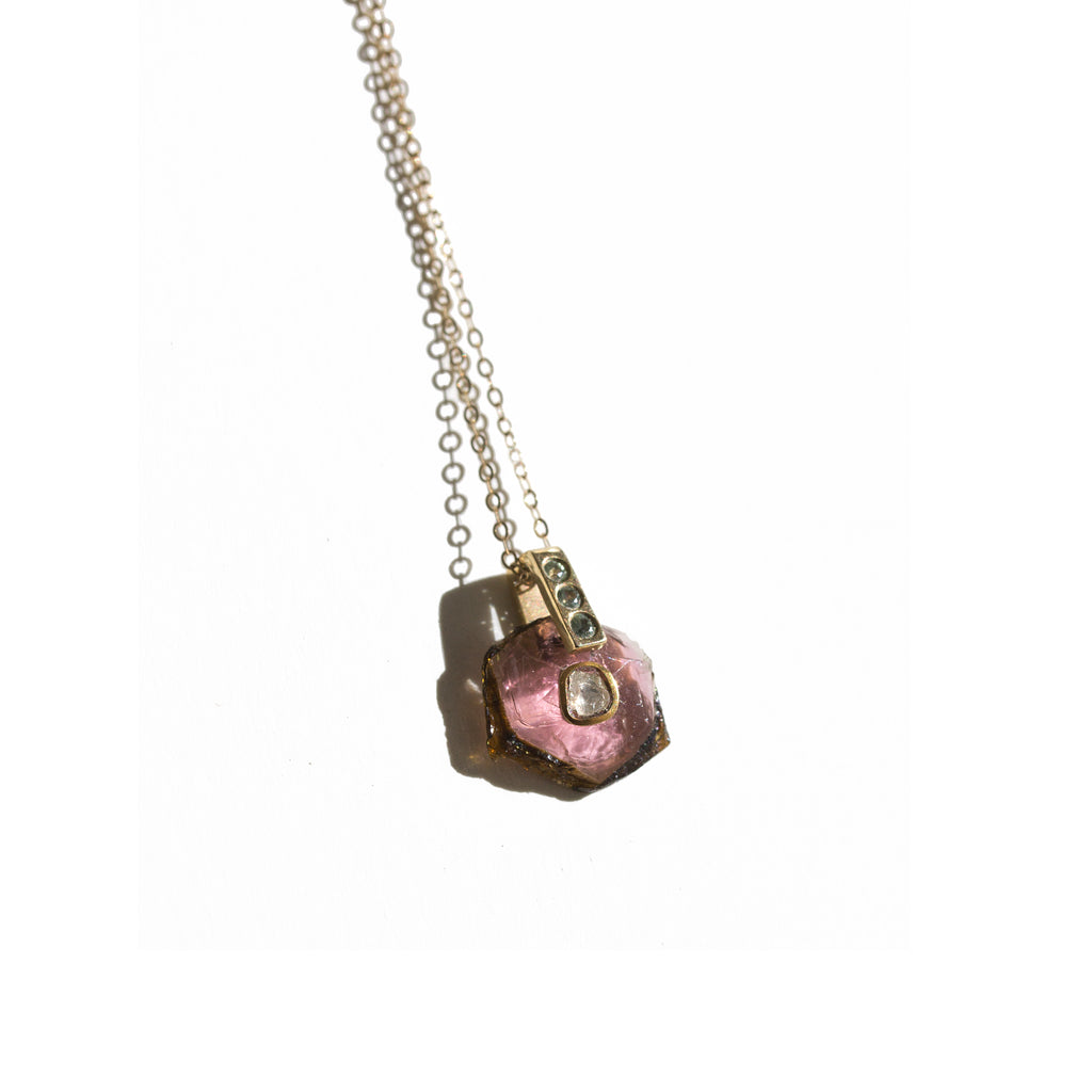 collier birmane en or9K et tourmaline