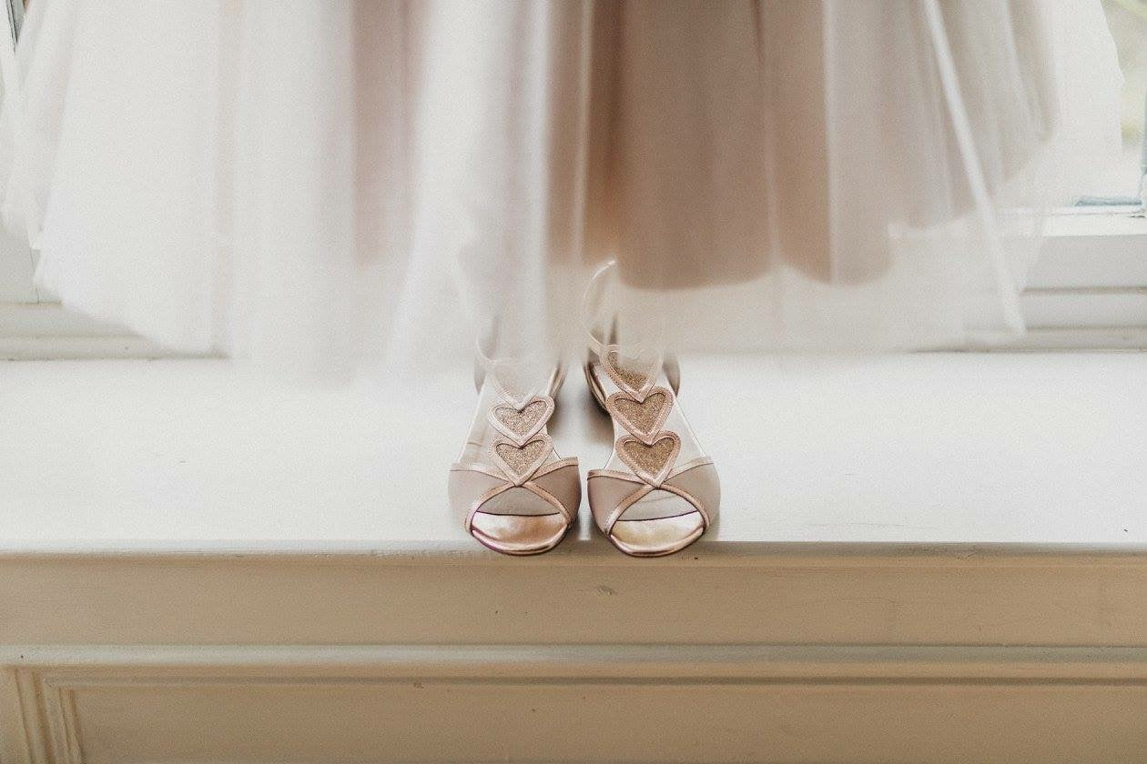 charlottemills-realbride-realwedding-blondrose-flatweddingshoes