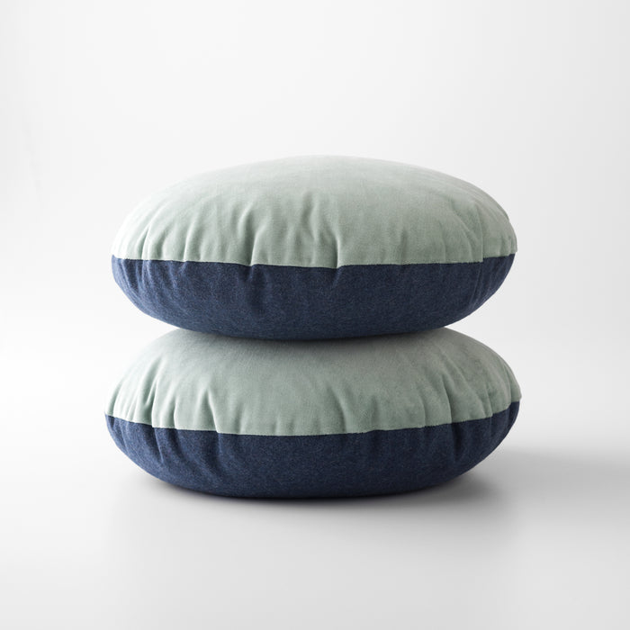 sku_image,blue-velvet-wool-circle-pillow,false,false
