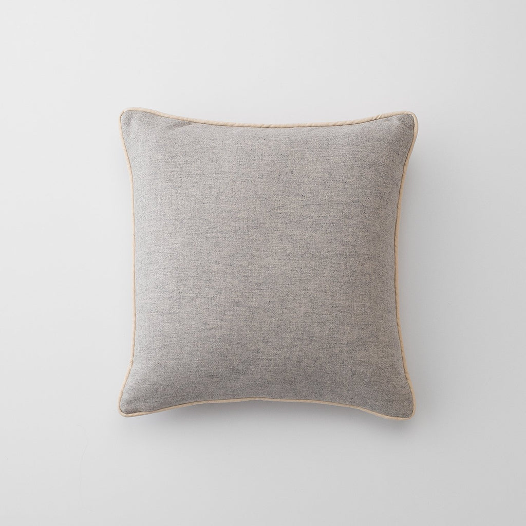 sku_image,gray-classic-piped-pillow-throw,false,false