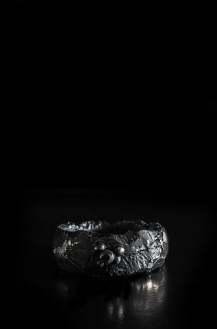 Leon Louis Orb Black pigmented silver ring