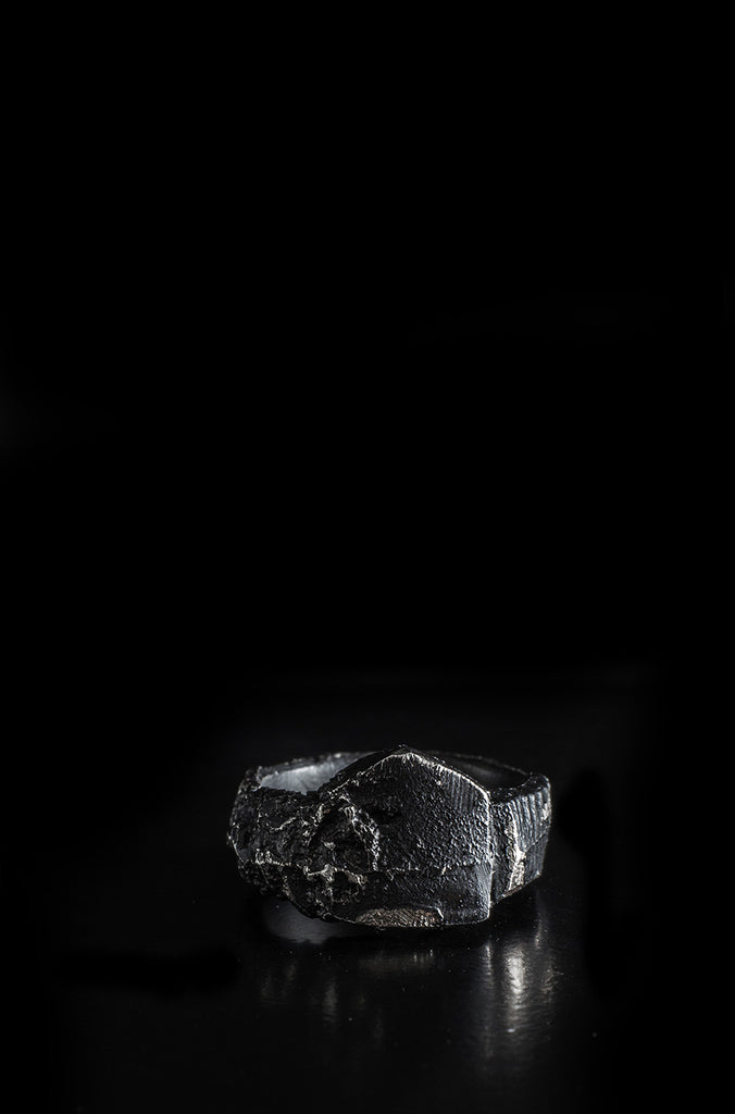LEON LOUIS | Small shield silver ring