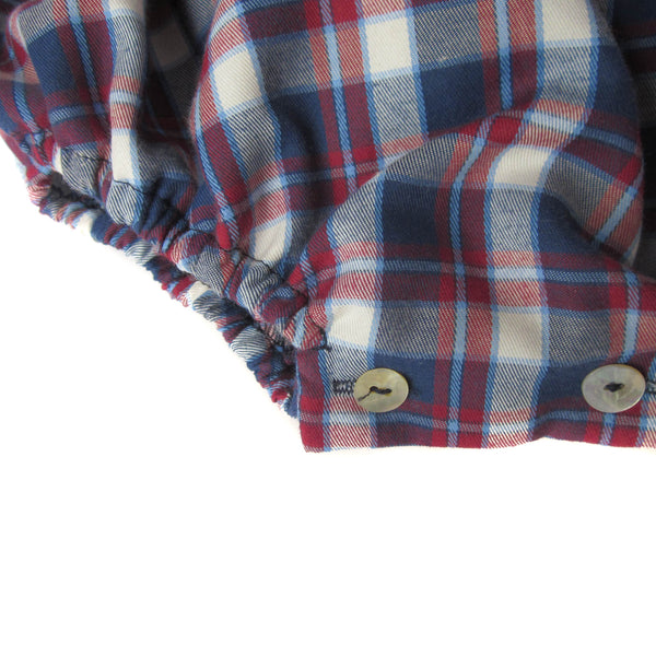 This adorable plaid romper is perfect to layer up in colder days with a collar shirt underneath. Long sleeves with an elastic finish. Three wooden buttons at the back. 50% cotton - 50% polyester, fully lined with 100% cotton. Matching shirt available for older brothers. made in spain. machine wash. detail