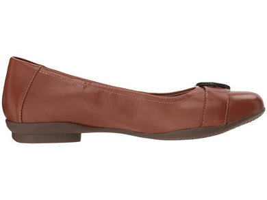 Clarks: Neenah Lark - Tan Leather - The Vogue Boutique