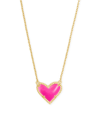 Kendra Scott: Ari Heart Pendant Short - Gold Magenta - The Vogue Boutique