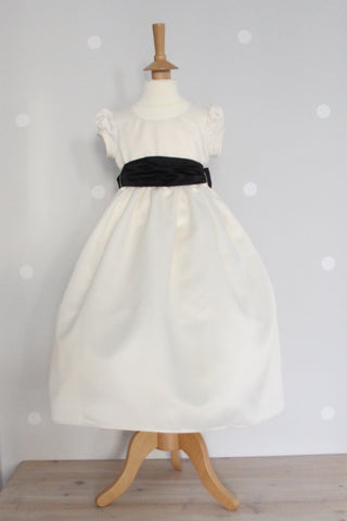 Waisted dress with Small Puff sleeve ex display Age 3 - 4
