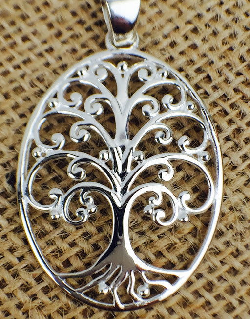 Southern Gates Sterling Silver Oval Oak Tree Pendant (81069)