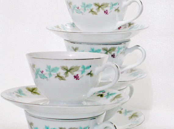 Vintage 6701 Fine China Footed Cups & Saucers Vintage 6701 Pattern - The Wicker Form - 4