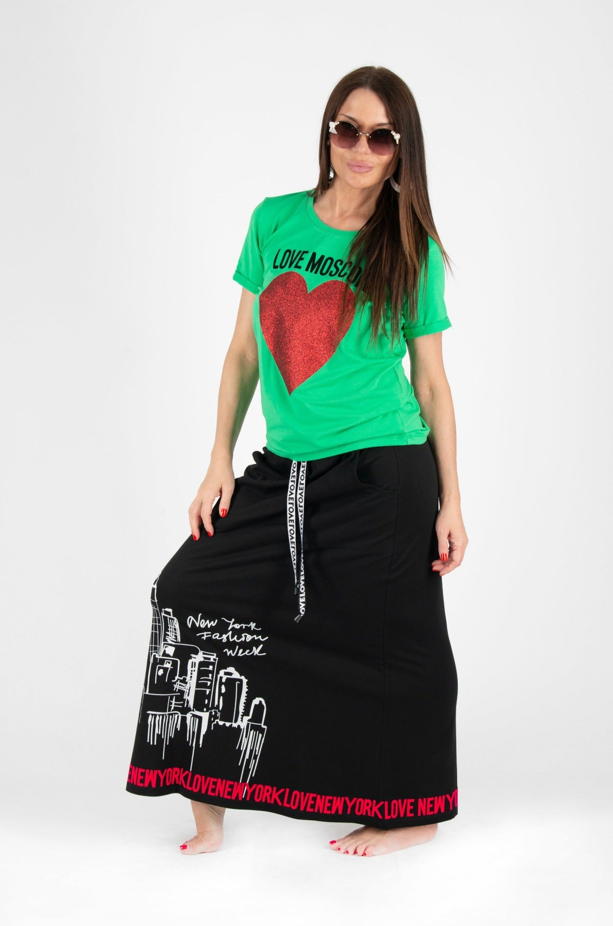 green tee black skirt outfit