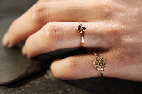 Laura Lee Jewellery Sapphire & 9ct Gold Rings & Spinning Tudor Rose Coin Ring in 9ct Gold