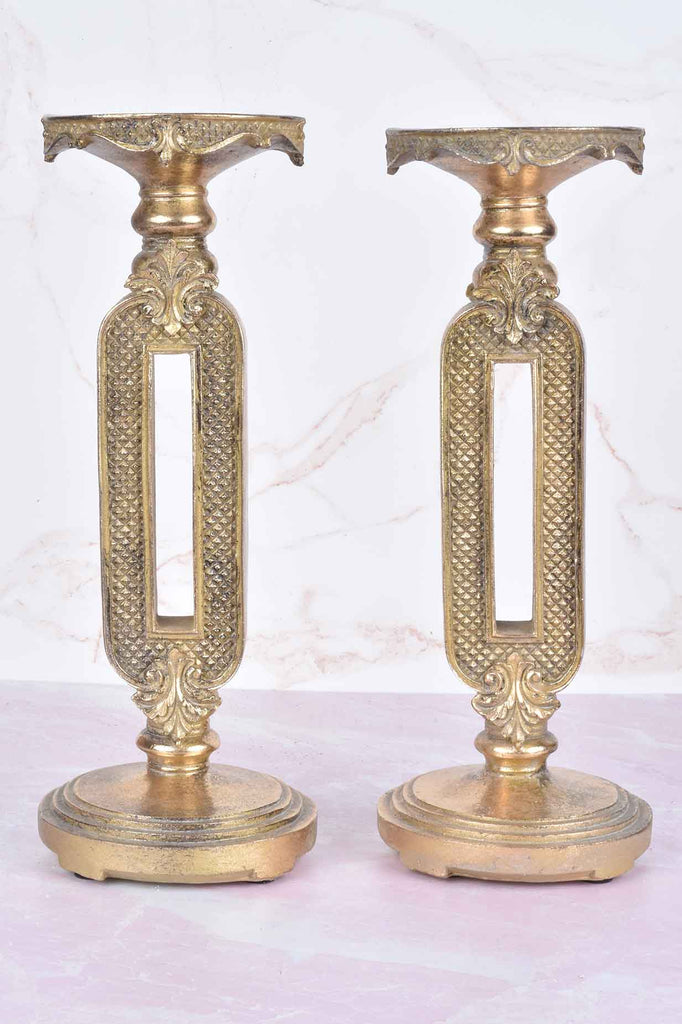 Set of 2 Candle Holders with Keyhole Detail