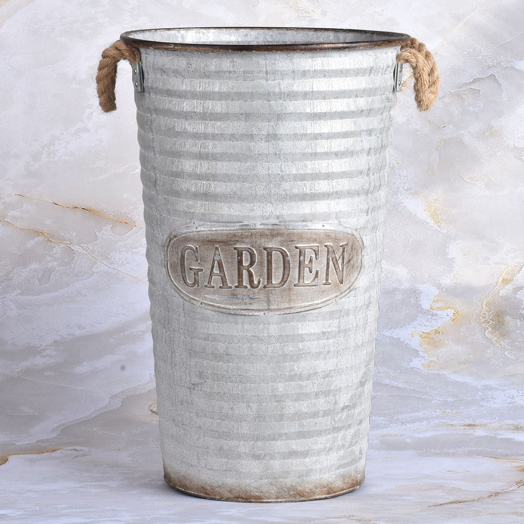 Attrayant Large Vintage Garden Pot ...