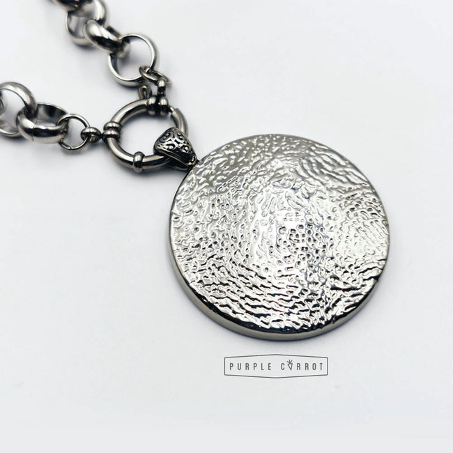 Detailed Round Pendant