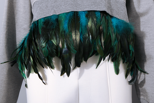Slay Accessories. Feather sweatshirt. Sweatshirt with feather fringes.