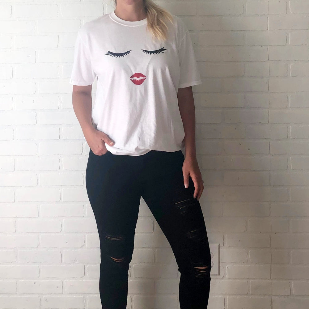 Eyes and Lips Graphic Tee - Mel & Mae