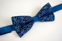 Load image into Gallery viewer, Silver Spiral bow tie - Arati Devasher: Painted Silk Accessories - Bow Tie - 2