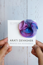 Load image into Gallery viewer, Lilac silk flower pin