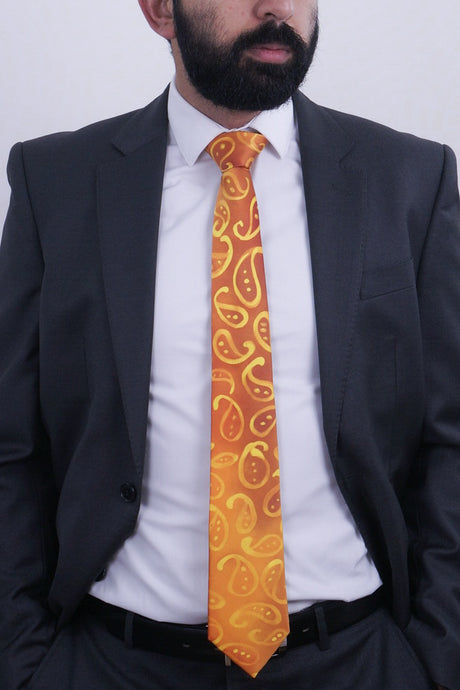 Golden Paisleys I silk tie