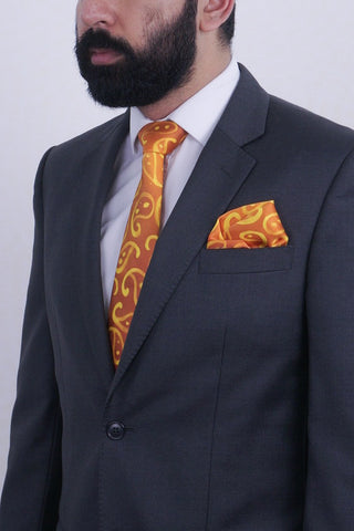 Golden Paisleys II silk tie & kerchief set
